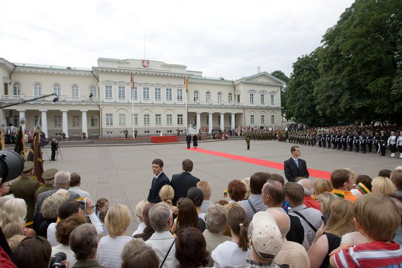 Reprezentaciniuose rūmuose Vilniaus S. Daukanto aikštėje prezidento institucija įsikūrė 1997 m. Vladimiro Ivanovo (VŽ) nuotr.