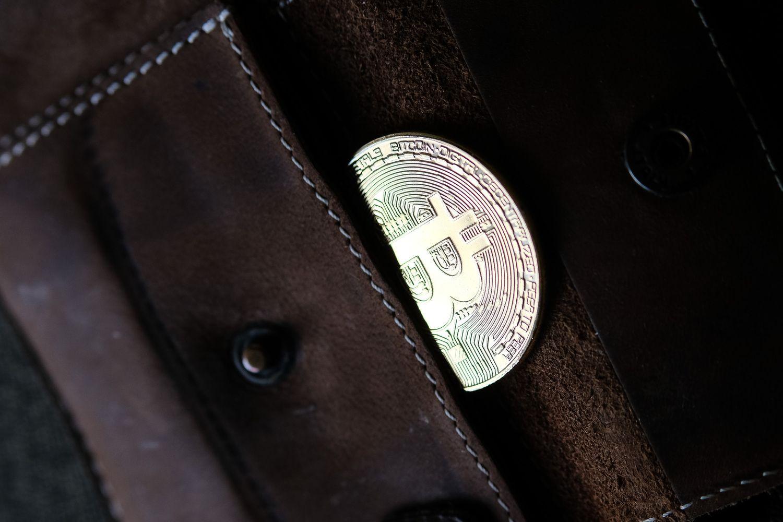 Bitkoinas parodė gyvybės ženklus – kaina šoktelėjo apie 15%