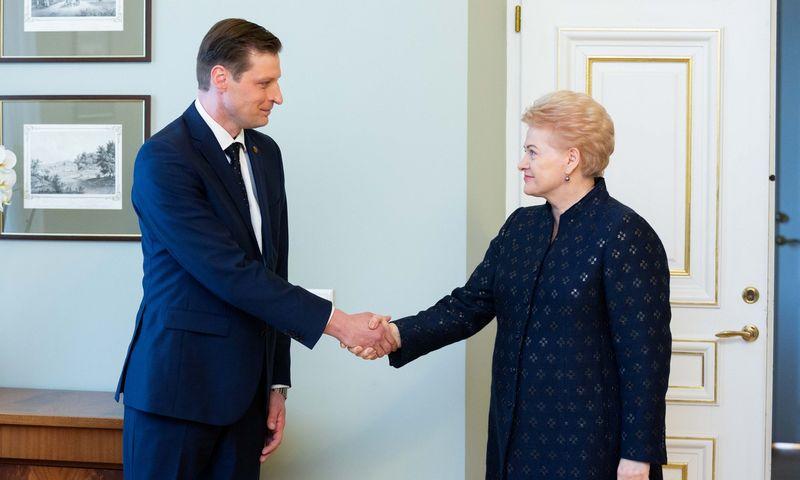 """Prezidentė Dalia Grybauskaitė susitiko su kandidatu į aplinkos ministrus Kęstučiu Mažeika. Žygimanto Gedvilos (""""15min"""" / """"Scanpix"""" ) nuotr."""