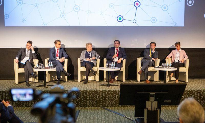 Forume surengta diskusija tarp Lietuvos, Lenkijos, Latvijos bei Suomijos susiekimo sektorius kuruojančių ministrų ir Estijos Transporto generalinio sekretoriaus pavaduotojo. Organizatorių nuotr.