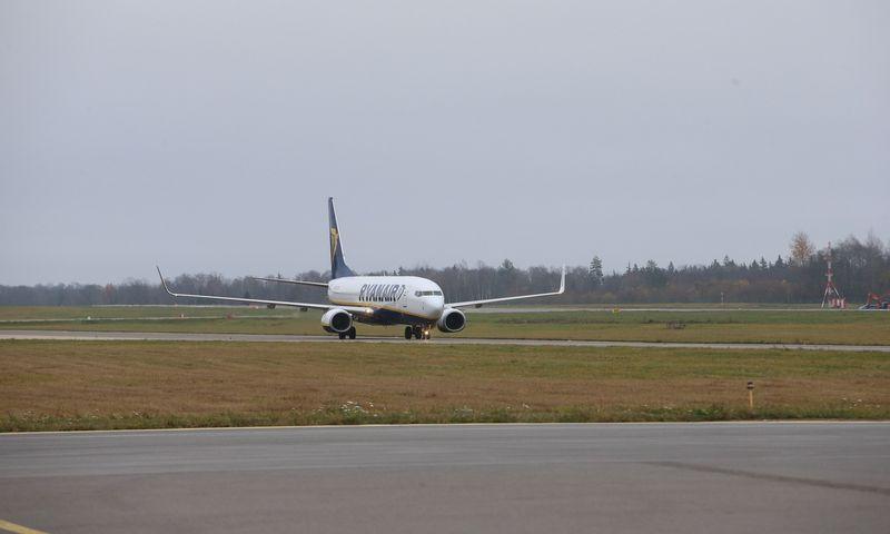 """""""Ryanair"""" lėktuvas Kauno oro uoste. Vladimiro Ivanovo (VŽ) nuotr."""