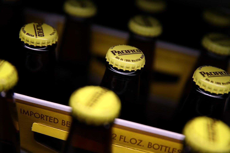 """""""Corona"""" gamintojas už 1,7 mlrd. USD parduoda 30 savo prekės ženklų"""