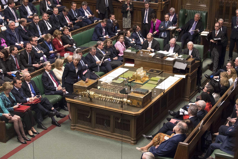 "JK parlamentarai siekia įstatymu pavėlinti ""Brexit"""