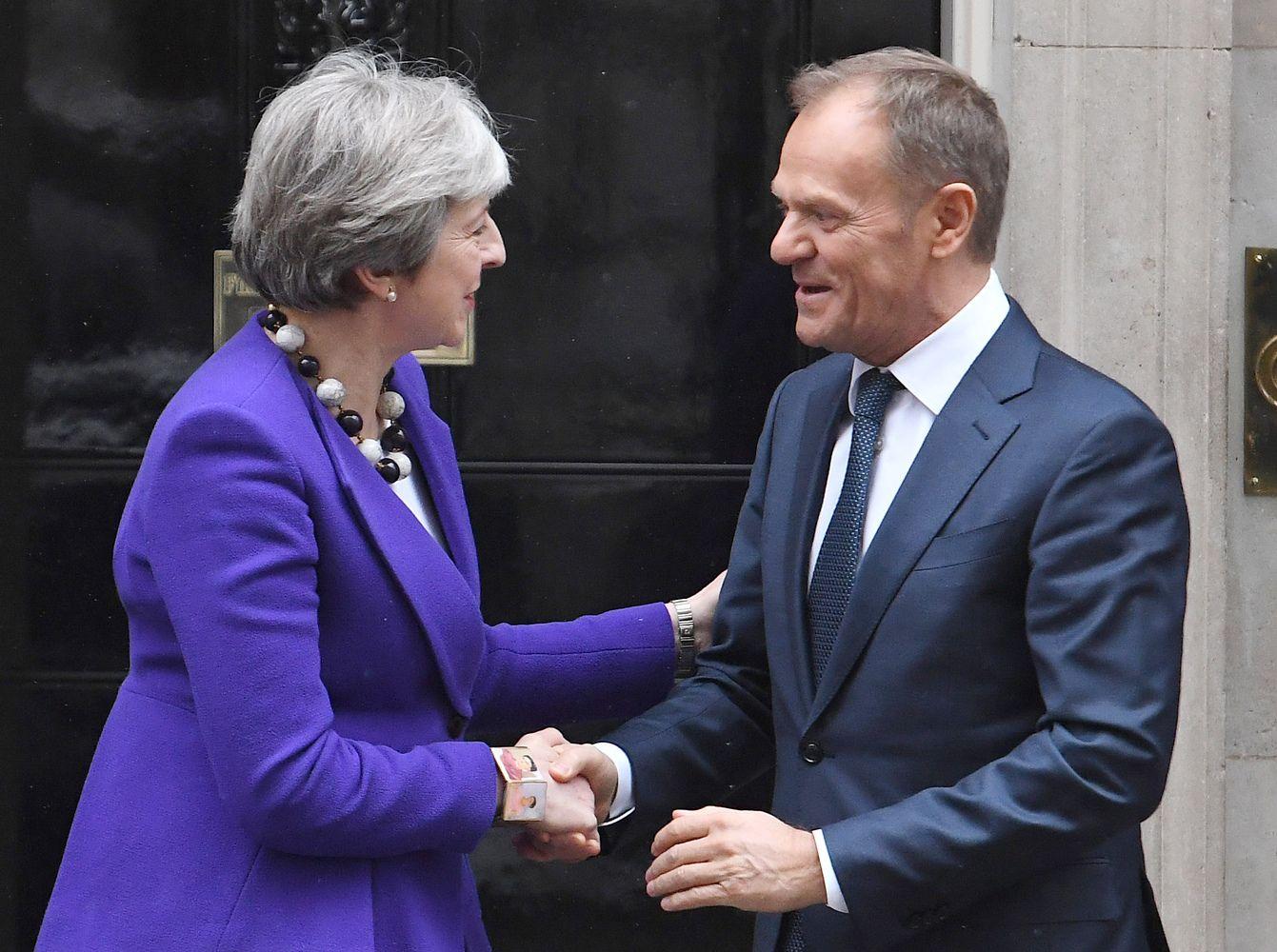 """Th. May dar kartą paprašė pavėlinti """"Brexit"""""""