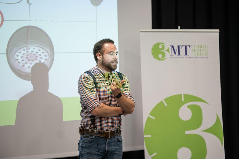 """Romualdas Eimontas """"Trijų minučių disertacijos"""" konkurse pristatė tyrimą apie bioimitacines medžiagas. Edgaro Kurausko nuotr."""