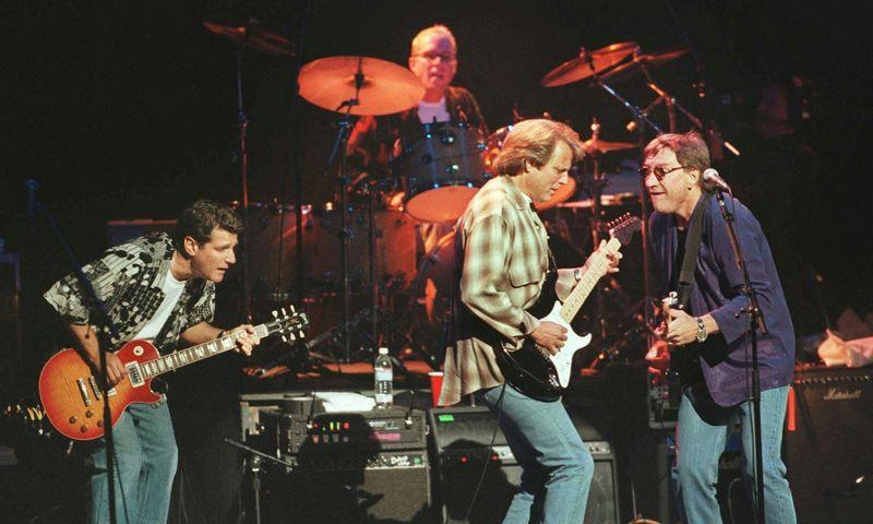 """The Eagles"" koncertas Londone 1998 m.  Davido McNew/(""Reuters""/""Scanpix"") nuotr."