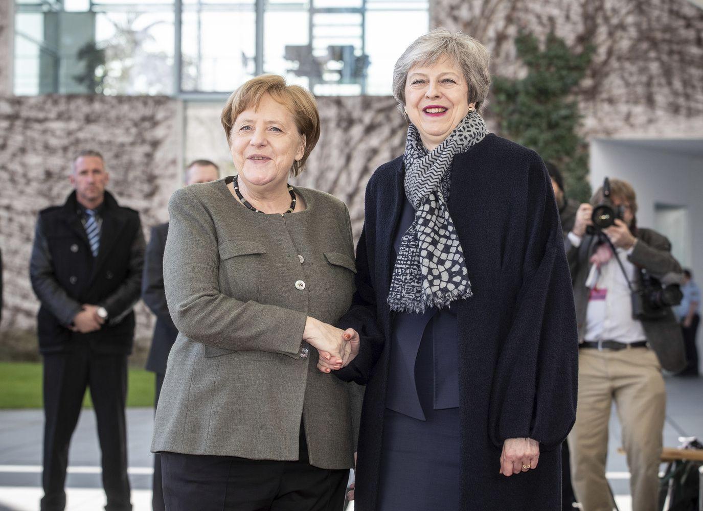 Th. May prieš svarbų sprendimą lanko ES lyderius