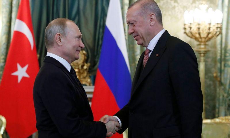 """Rusijos prezidentas Vladimiras Putinas ir Turkijos prezidentas Recepas Tayyipas Erdoganas. Maksimo Šipenkovo (""""AFP"""" / """"Scanpix"""") nuotr."""