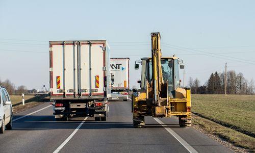 Brangstant paskoloms, transporto sektorius kaltina sumažėjusią bankų konkurenciją
