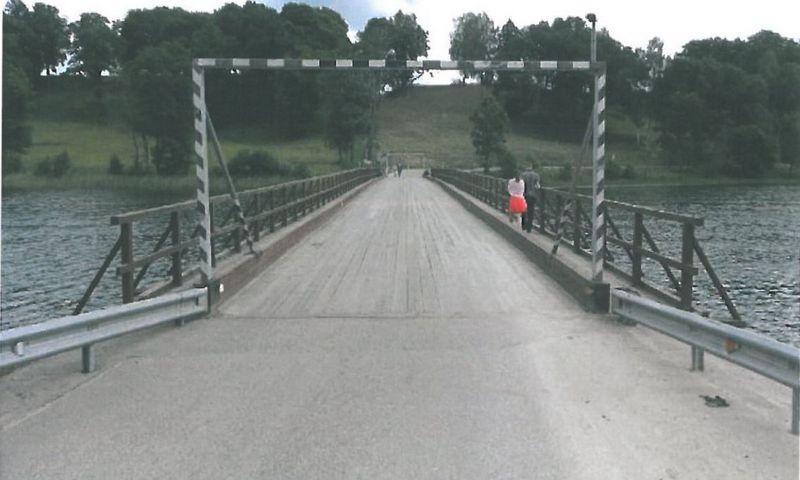 Medinis tiltas per Asvejos ežerą. Bendrovės nuotr.