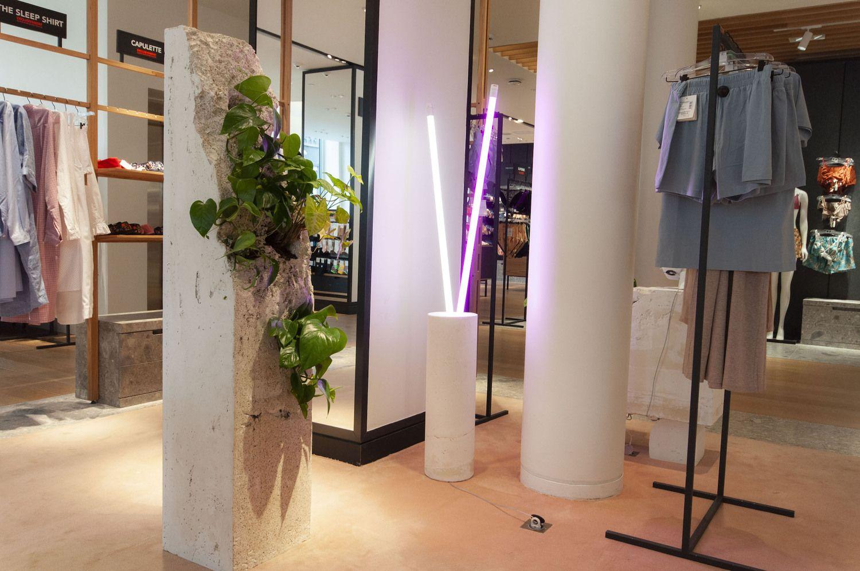 """Prestižiniame Paryžiaus prekybos centre įkurta """"About"""" ekspozicija"""
