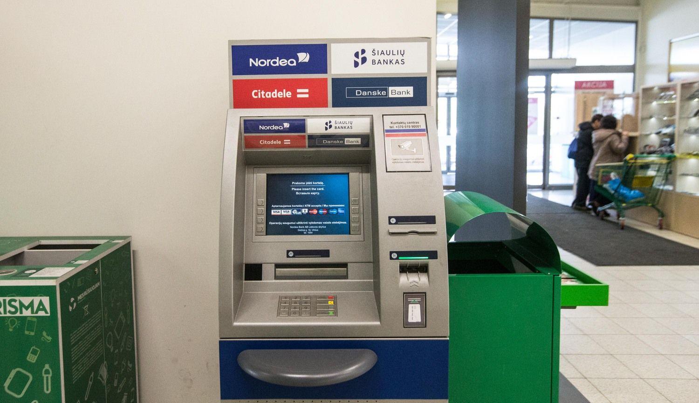"""""""Luminor"""" išstoja iš bendro bankomatų tinklo: pastarojo ateitis – miglota"""