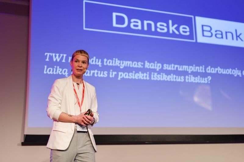 """Julija Davidavičiūtė, """"Danske Bank"""" vyresnioji procesų tobulinimo skyriaus konsultantė, sako, kad kai nėra aiškaus darbo standarto, kiekvienas darbuotojas susikuria savo darbo sistemą. Ryčio Galdausko nuotr."""