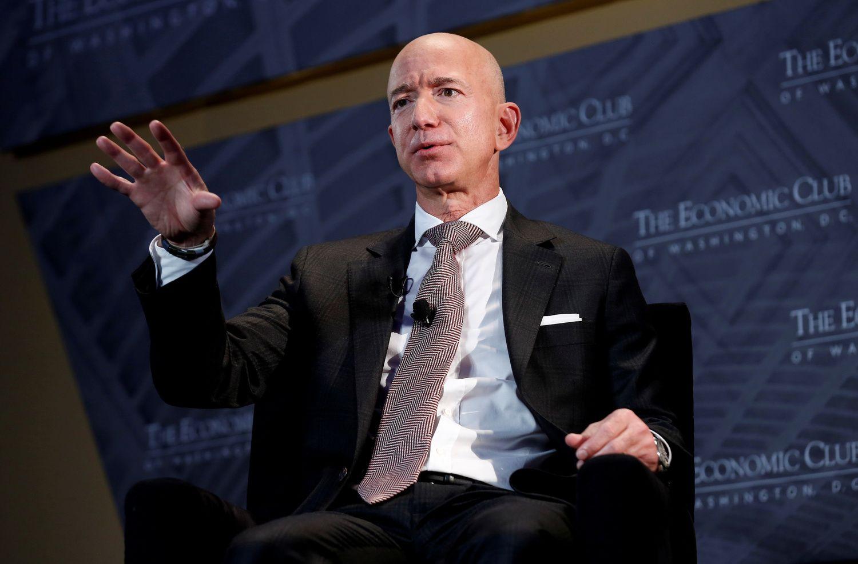 """Kokia """"Amazon"""" įkūrėjo J. Bezoso metinė alga"""