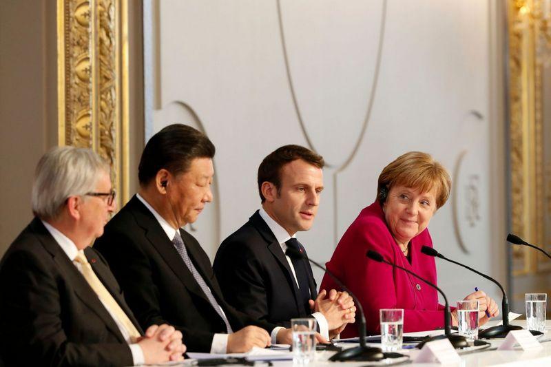 Europos Sąjungos lyderių susitikimai Paryžiuje su Kinijos vadovu Xi Jinpingu byloja apie pastangas rasti naujas geopolitines atramas. AFP nuotr.