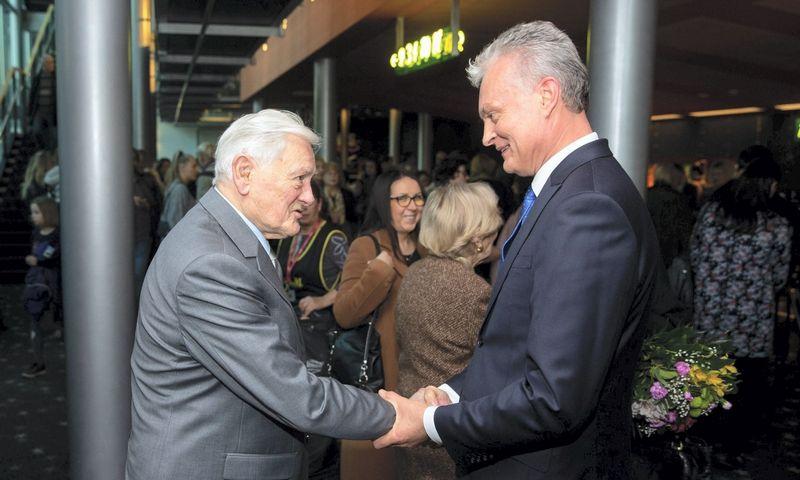 Prezidentas Valdas Adamkus (kairėje) ir kandidatas į prezidentus Gintanas Nausėda jau ne vienerius metus yra pažįstami ir bendraminčiai. Žygimanto Gedvilos (15min.lt) nuotr.