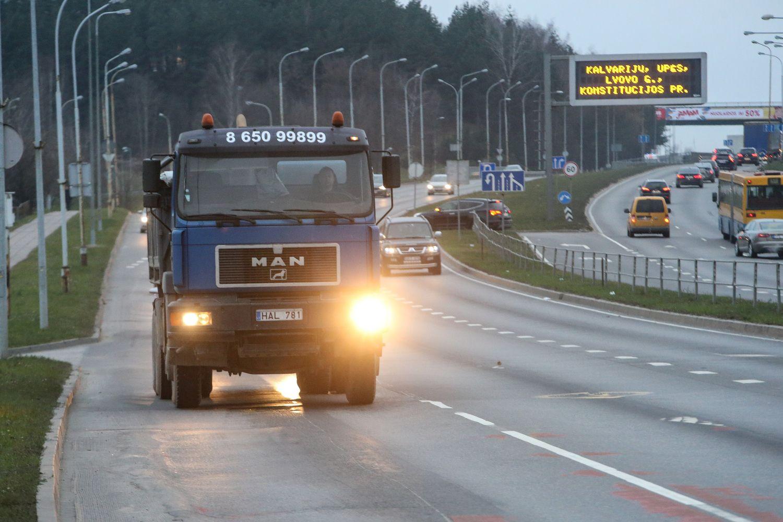 Europos Parlamentas apribojo sunkvežimių taršą