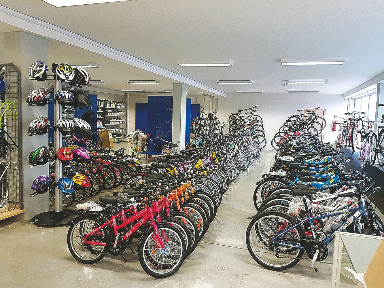 Didžiausias Šiaurės Europos dviračių gamintojas pardavinėti mokosi iš smulkiųjų
