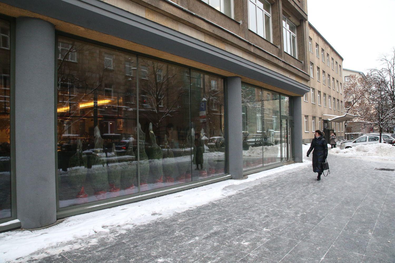 Teismas nurodė išardyti įstiklintą pastato dalį Vilniaus Gedimino pr.