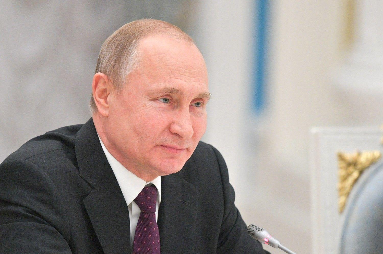 Rusija dar labiau stiprina interneto kontrol�