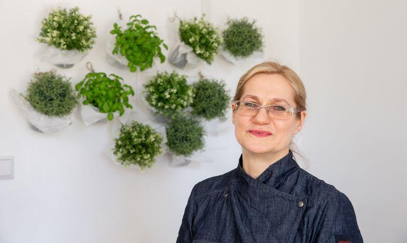 """""""Mano idėja yra augalinis, tausojantis maistas, beatliekis gyvenimo būdas"""", – sako Ona Jurkšienė. Juditos Grigelytės (VŽ) nuotr."""