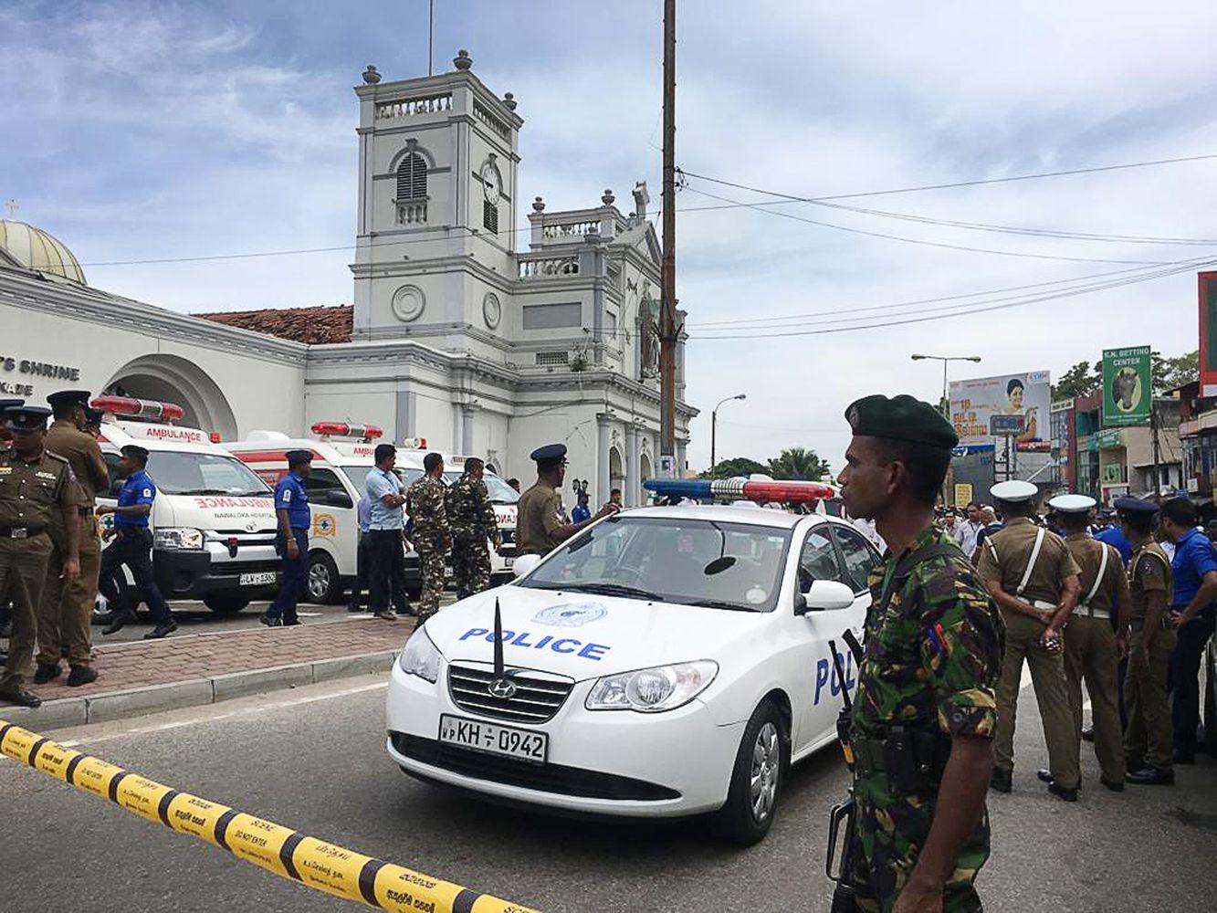 Mirtini sprogimai sudrebino Šri Lanką