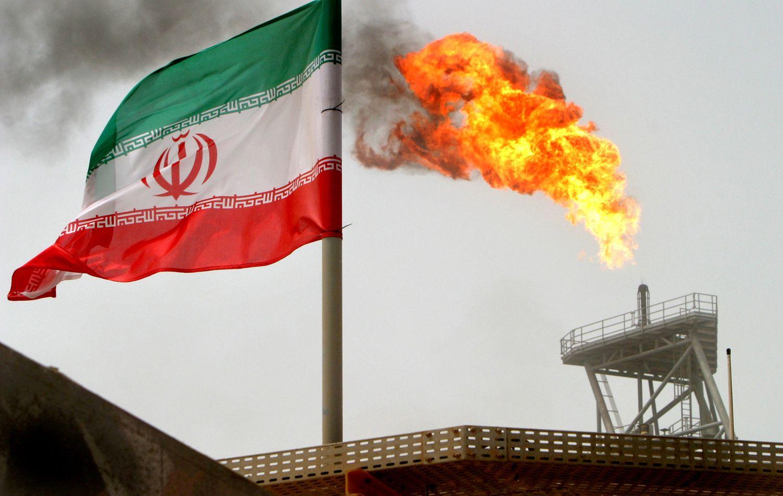 Naftos kain� �okdina JAV grie�tinamos sankcijos Iranui