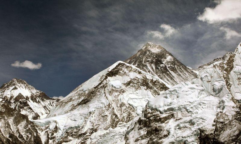 """Manoma, kad po 2015-ųjų žemės drebėjimo aukščiausio pasaulio kalno Everesto aukštis pasikeitė. """"Scanpix"""" nuotr."""