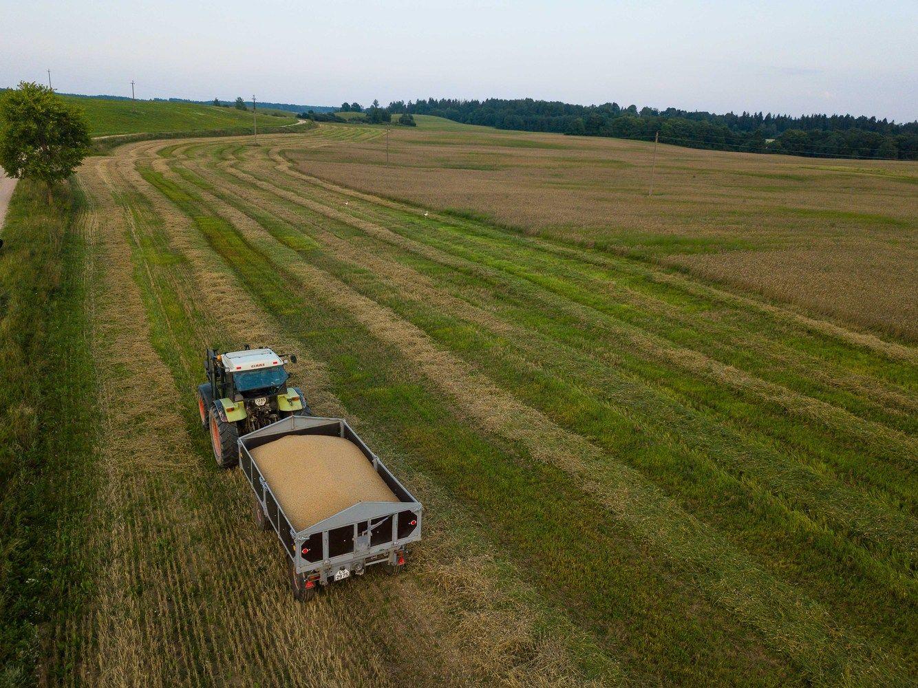 Žemės ūkio technikos rinka: pirma išsinuomoja, tada svarsto apie pirkimą