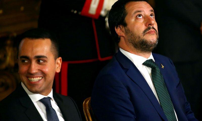 """Luigi Di Maio (kairėje) ir Matteo Salvini. """"Reuters"""" / """"Scanpix"""" nuotr."""