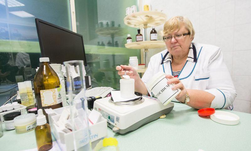 Daugelis nepriklausomų vaistinių siūlo papildomų paslaugų arba pačios gamina produktus. Juditos Grigelytės (VŽ) nuotr.
