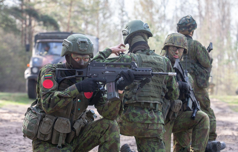 Karo akademijos kariūnai mokėsi planuoti ir vykdytipuolimo ir gynybos operacijas mieste