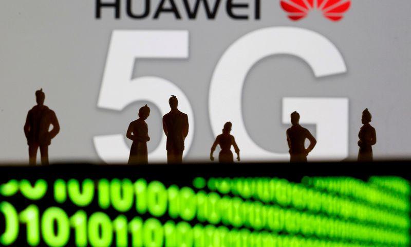 """Huawei"""" produkcija kelia vis daugiau diskusijų. Dado Ruviciaus (""""Reuters"""" / """"Scanpix"""") nuotr."""