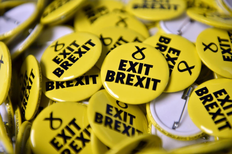 """Derybos dėl """"Brexit"""" ir vėl stringa"""