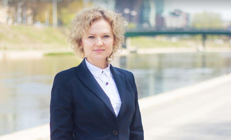 """Prieš kelias savaites iš Vyriausybės atstovės spaudai pareigų pasitraukusi Laima Staknytė-Patinskienė pradėjo darbus komunikacijos agentūroje """"Adverum""""."""