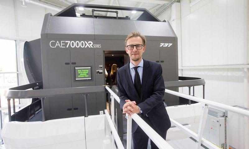 """Jonas Janukėnas, AB """"Avia solutions group"""" generalinis direktorius pernai pristatė naujai įsigytus skrydžio simuliatorius. Juditos Grigelytės (VŽ) nuotr."""