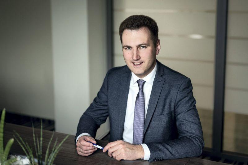 Justas Čapskis, Šiaulių banko Finansavimo paslaugų vystymo departamento projektų vadovas, SVV įmonėms į banką pataria kreiptis tuomet, kai su galimu prekybos partneriu derinama sutartis ar potencialus užsakovas pateikė savo sąlygas – tada bankas galės suteikti ne bendrojo pobūdžio konsultaciją, o patarti konkrečiai.