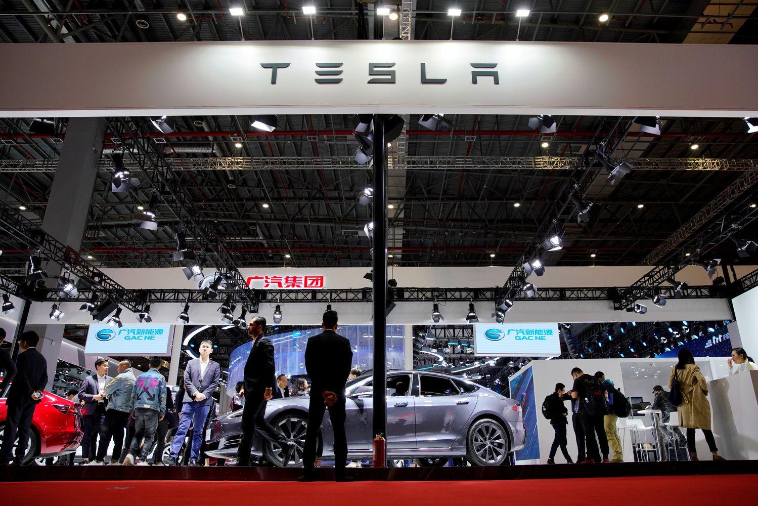 """Rinkoje – Šiaulių banko rezultatų laukimas, o """"Tesla"""" prašo pinigų"""