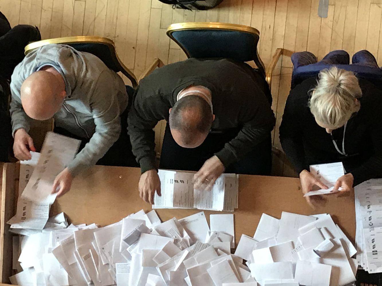 """JK rinkėjai vietos rinkimuose nusisuko nuo pagrindinių partijų dėl """"Brexit"""" aklavietės"""