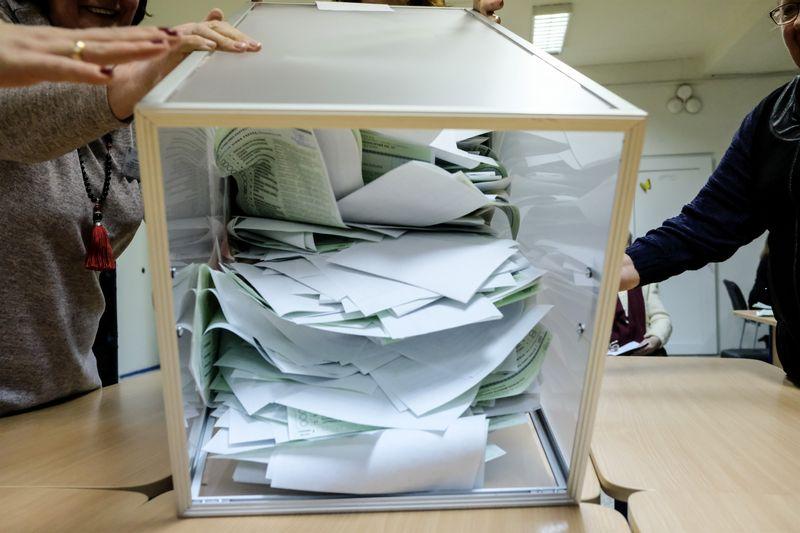 Ar įvyko referendumai, paaiškės tik sekmadienio vakarą atidarius balsadėžes ir suskaičiavus ten esančius biuletenius. Vladimiro Ivanovo (VŽ) nuotr.