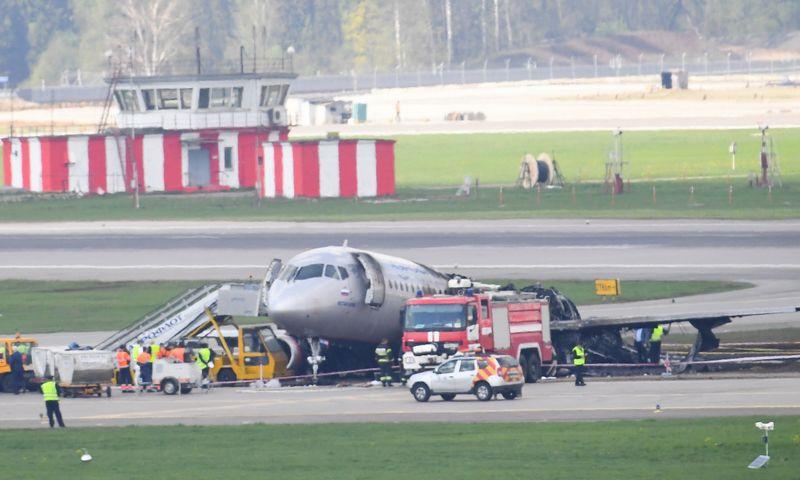"""""""Aeroflot"""" lėktuvas po katastrofos Maskvoje. """"Scanpix"""" / """"Sputnik"""" nuotr."""