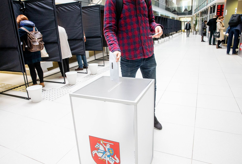 Prasidėjo išankstinis balsavimas prezidento rinkimuose ir referendumuose