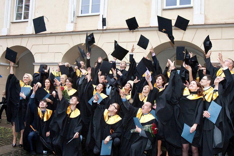 Universitetas, be kitų funkcijų, galėtų mokyti kritiškai vertinti informaciją. Herkaus Milaševičiaus nuotr.