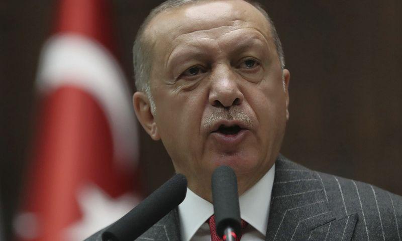 """Turkijos prezidentas tvirtina, kad rinkimai buvo neteisėti ir paveikti korupcijos. AP / """"Scanpix"""" nuotr."""