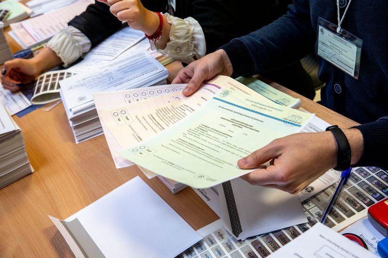 Kartu su prezidento rinkimais vyksta referendumai dėl dvigubos pilietybės ir dėl Seimo mažinimo. Juditos Grigelytės (VŽ) nuotr.