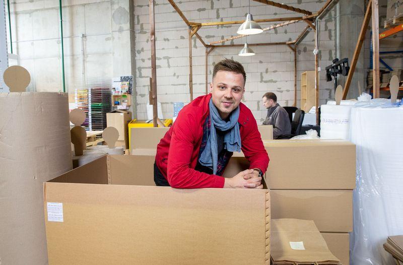 """Jonas Jarmolavičius, prekės ženklo """"PaperSeal"""" įkūrėjas: """"Per sudėtingą procesą išsiaiškinome ne tik prekės ženklą, bet ir iš naujo susidėliojome vertybes."""" Juditos Grigelytės VŽ nuotr."""
