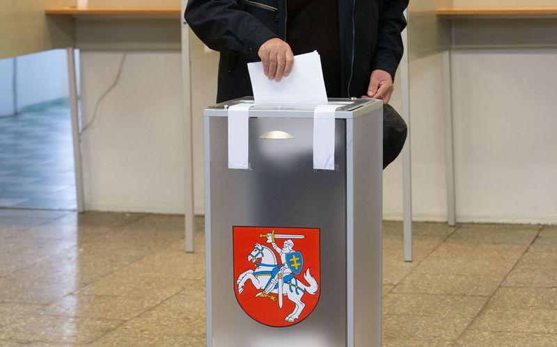 Prezidento rinkimai 2019 ir referendumas. Piliečiai balsuoja Sietyno ir A. P. Kavoliuko rinkimų apylinkėse Vilniuje. Juditos Grigelytės (VŽ) nuotr.