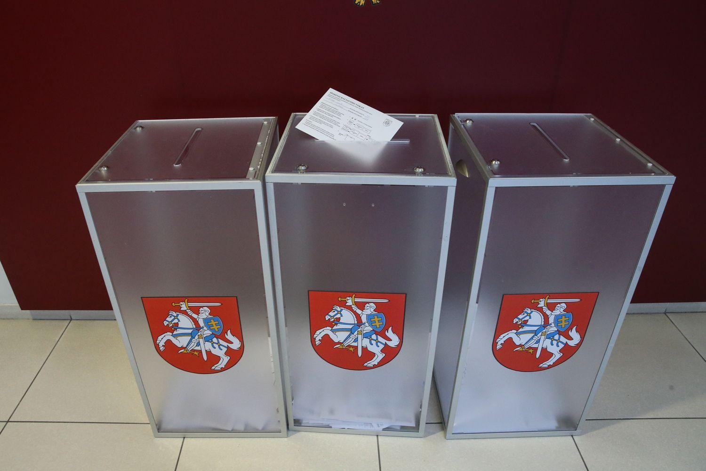 Vyksta prezidento rinkimai ir du referendumai