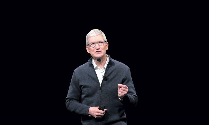 """Apple"" vadovui Timui Cookui – 58-eri. Shannon Stapleton (""Reuters"" / ""Scanpix"") nuotr."