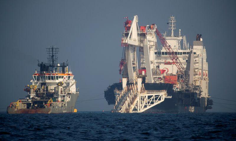 """Nord Stream 2"" klojamas netoli Riugeno, Vokietijoje. Axel Schmidt (""Reuters""/""Scanpix"") nuotr."